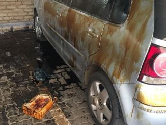 South African Kids Bathe Dad's Car With Engine Oil(pictures)