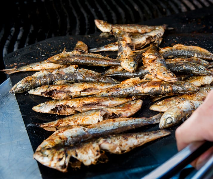 grilling sardines is super quick and easy with Cookina reusable grilling sheets