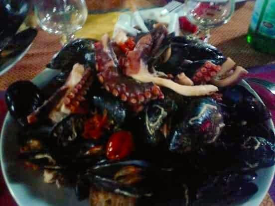La famosa zuppa di cozze del ristorante 'O Russo, a Marano di Napoli