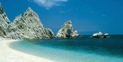 Riviera del Conero, spiagge aperte nel weekend solo per residenti