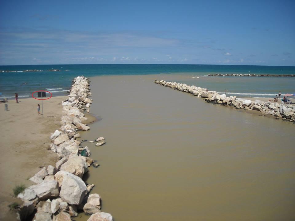 La Goletta Verde di Legambiente a Termoli, inquinata la foce del Sinarca