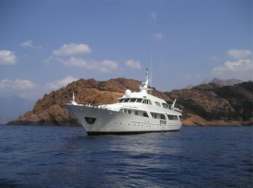 Ostia, ritorna a navigare Deneb Star, lo Yacht Benetti che fu di David Bowie