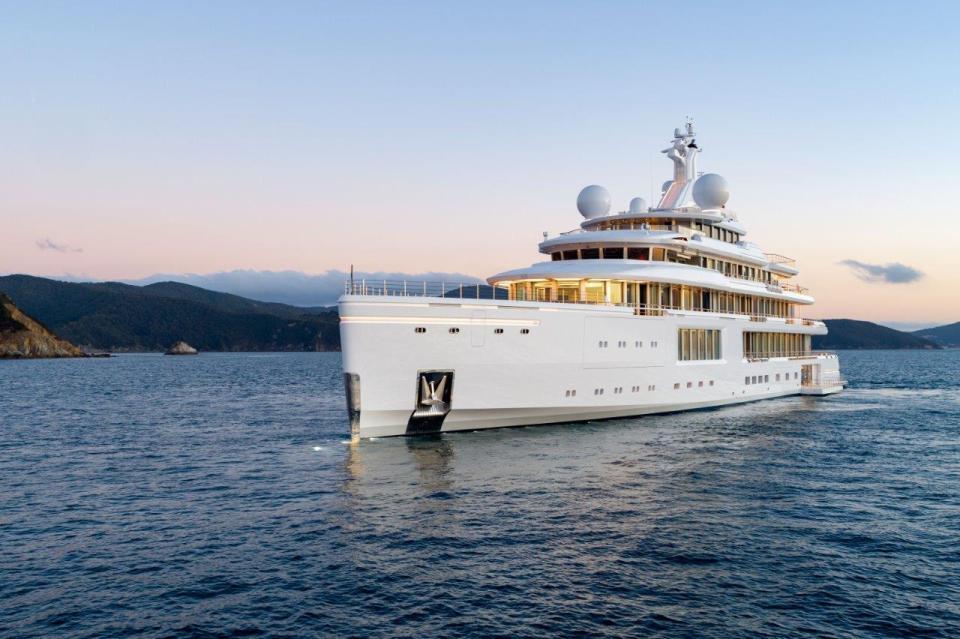 Benetti Yacht, ecco il 107 mt Luminosity: un palazzo di vetro in movimento