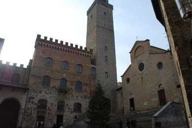 San Gimignano: il Duomo e la Torre Grossa che affianca il Palazzo del Podestà