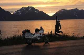 La moto, il tramonto, la strada... cos'altro?