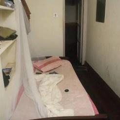 La mia sistemazione a Puri (India) consentiva a malapena di scendere dal letto.