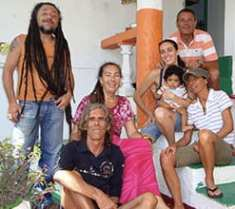 Maria Carla Gullotta insieme ad alcuni volontari di Stand up for Jamaica