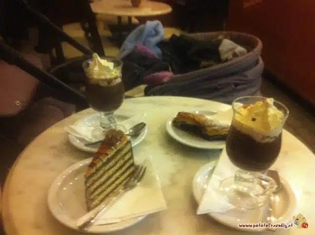Pausa con torta e cioccolata calda a Budapest