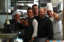 Gli chef e lo staff del rifugio Fuciade