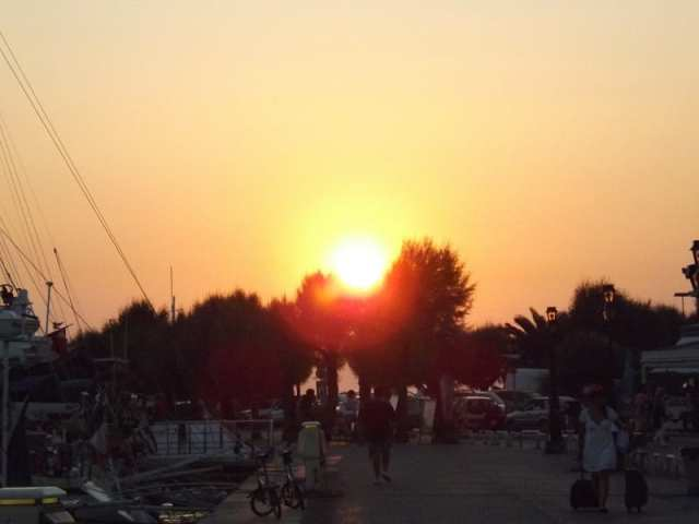 Tramonto ad Egina città - Egina, Grecia