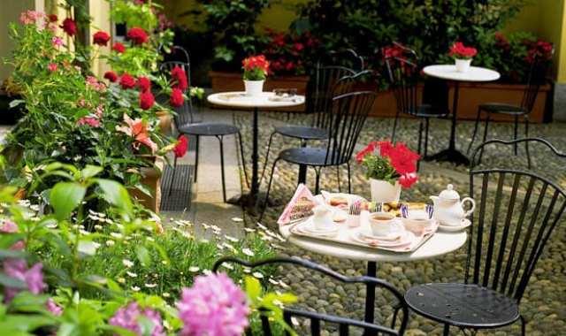 Il cortile interno dell'hotel Regina a Milano