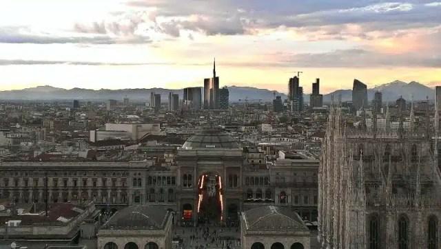R-Estate in città_panoramica Milano_Flickr, autore andrea