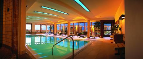 la piscina coperta del Vitalpina Erlebnishotel Walthershof