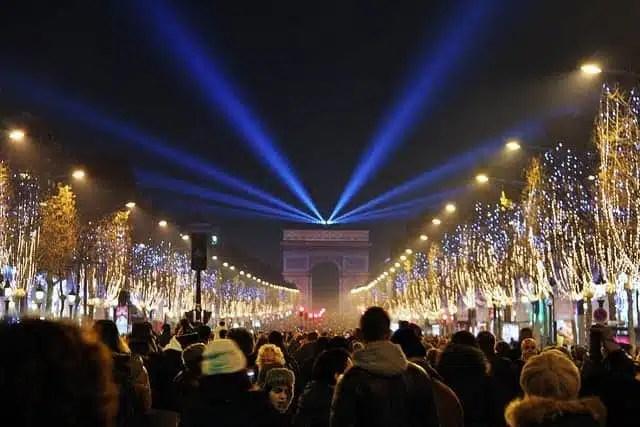 Capodanno nel mondo segnato dalla paura - Champs-Elysees, Parigi 2015