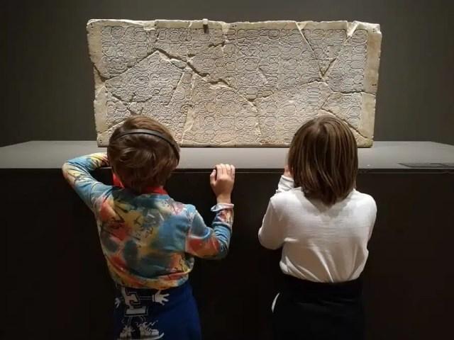 Bimbi alla mostra maya verona