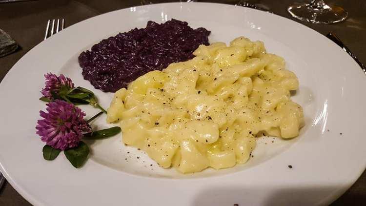 """Pizzoccheri della """"Val di Giust"""" e risotto mantecato ai mirtilli dell'Alpe"""