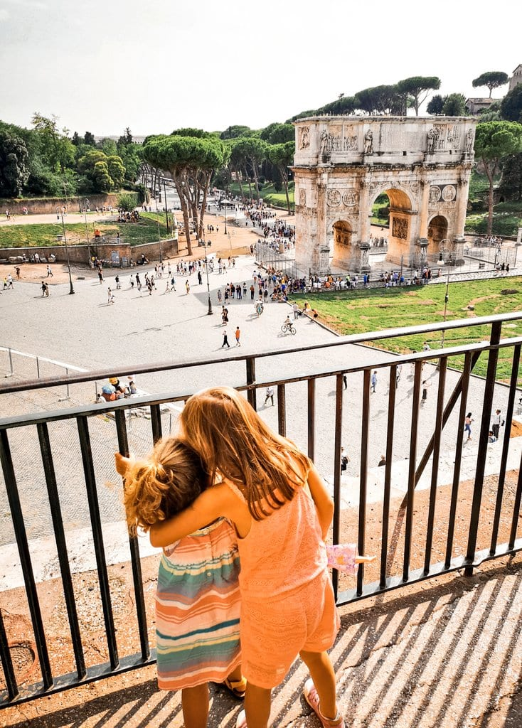 Maya e Isabella al Colosseo