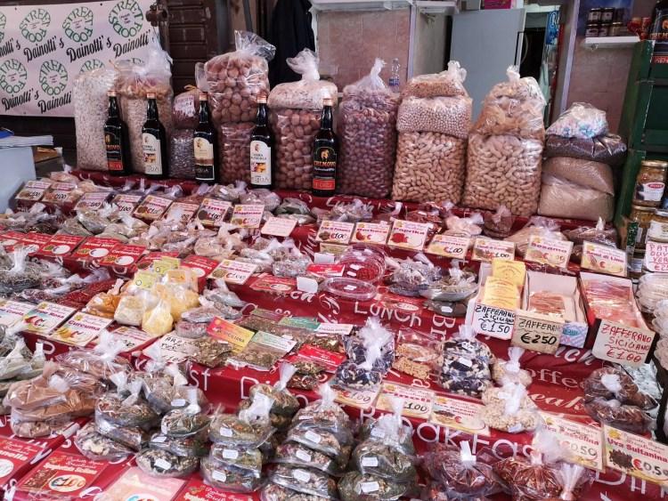 Banco di spezie al mercato di Capo di Palermo