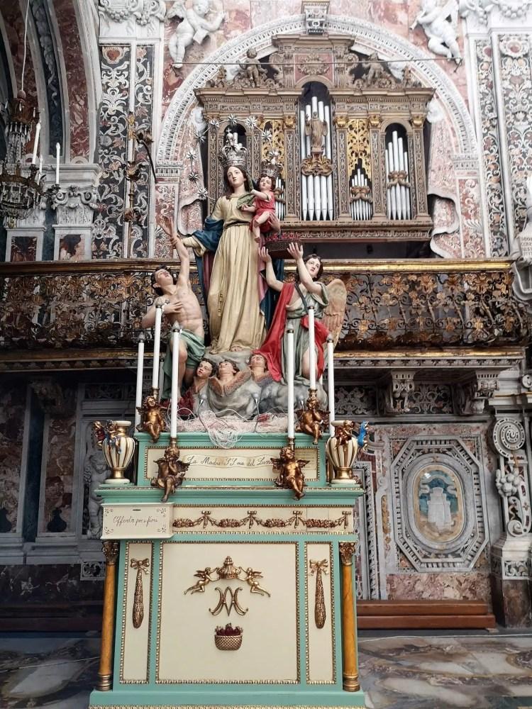 Statua della Madonna della Mercede all'interno della chiesa