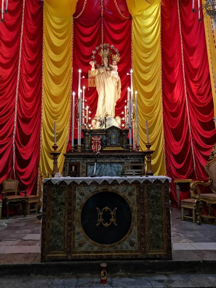 La statua lignea della Madonna della Mercede della chiesa della mercede al mercato del capo di Palermo