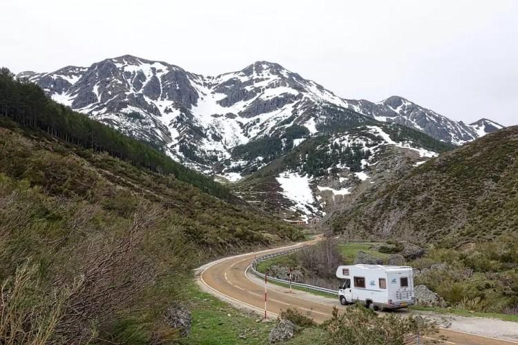 viaggio in camper in montagna