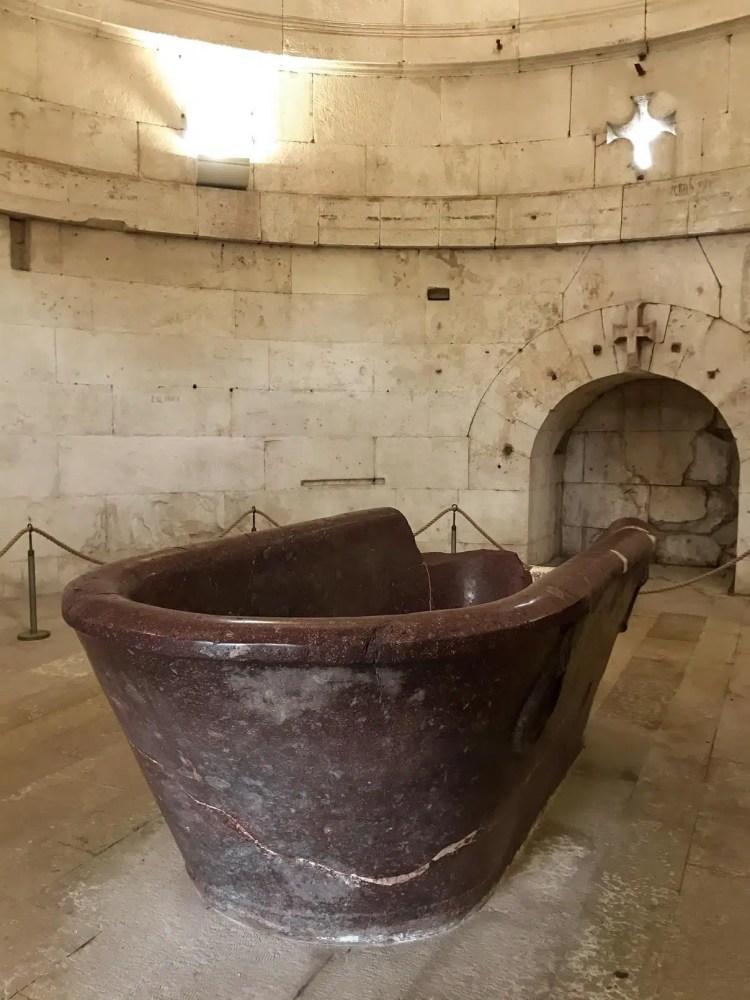 la vasca del Mausoleo di Teodorico a Ravenna