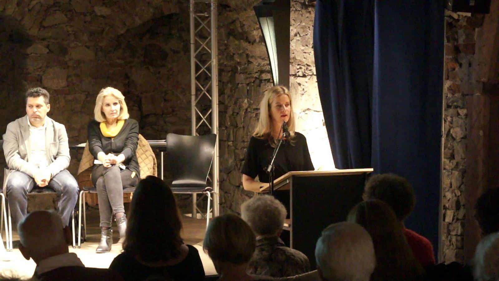 """Christiane Burkhardt liest aus Anna Pavignanos """"Chronik eines zufälligen Verbrechens"""""""
