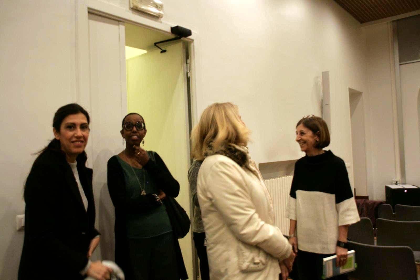 Die Autorinnen mit der Verlegerin vor dem Eventstart