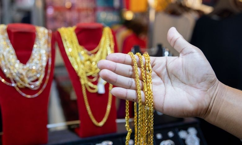 Gold rate fall; Gold prices fall to eight-month low - gold rate fall continue price slip below 46000