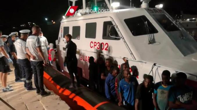 6.055 μετανάστες διασώθηκαν και...