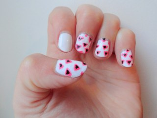 Clothes & Dreams: NOTD: Filled neon triangle: nail art