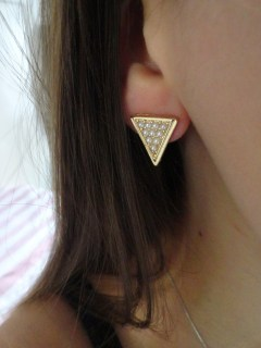 Clothes & Dreams: Shoplog: Bershka, H&M, Pimkie + ASOS: Romeo and Juliet Triangle Faux Pearl Stud Earrings