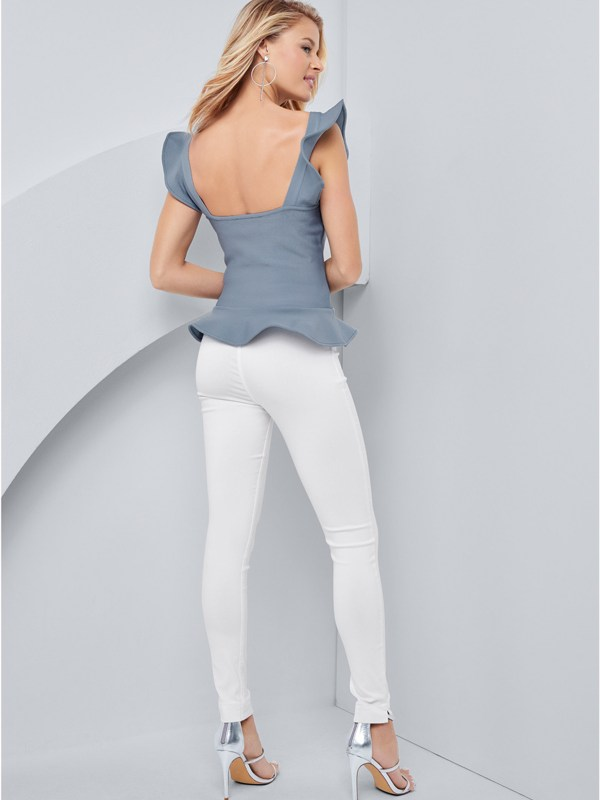 Produktbild: Model trägt Top in blau, von hinten.