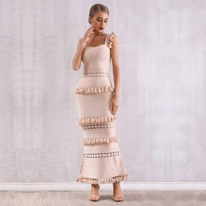 Modelbild Beiges Kleid Quasten frontal