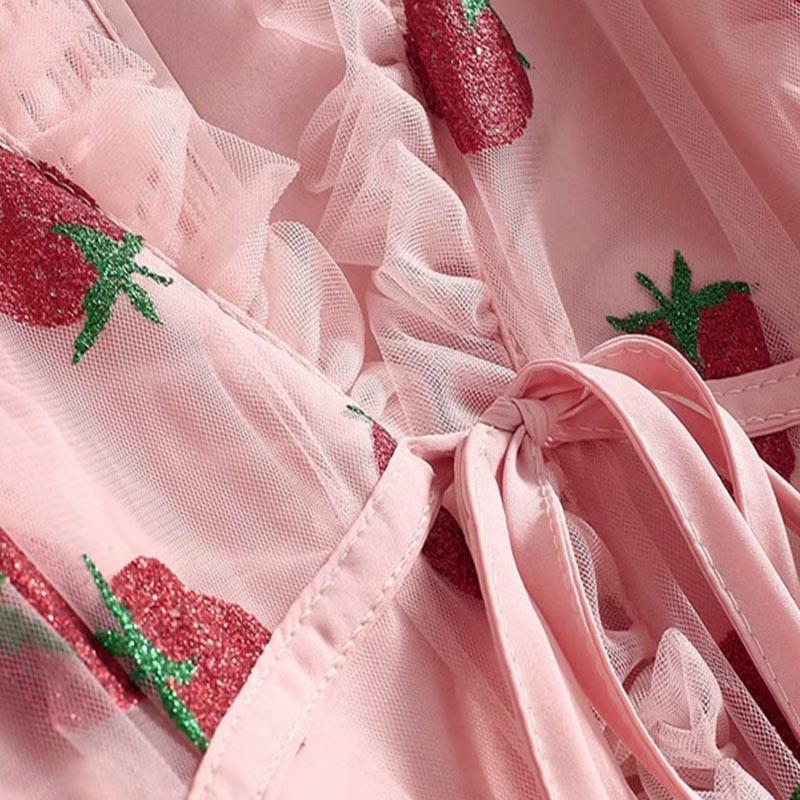 Produktbild rosa Kleid Erdbeeren- Detailaufnahme
