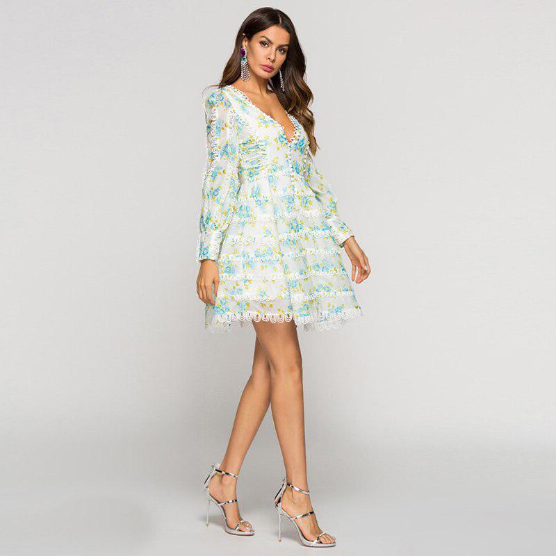 Modelbild Sommerkleid Blumen seitlich