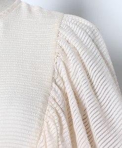 Detailaufnahme Schultern Rüschenkleid elfenbein weiss