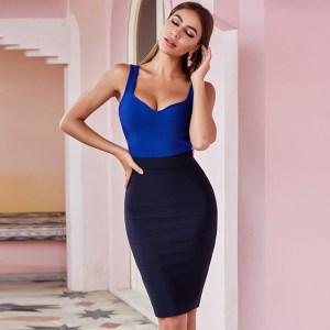 Bild Model trägt Kleid blau Colorblock