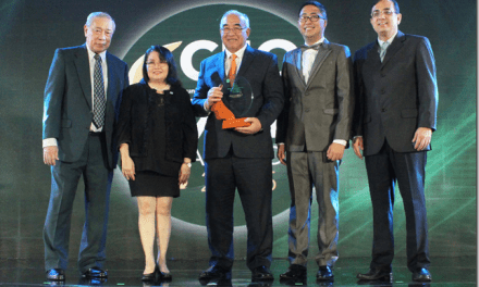 SSS chief receives CEO Excel Award for 2015