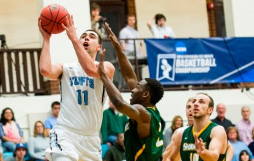 Stephen Haladyna poured in a team-high 30 points as Tufts defeated Johnson & Wales in Friday's NCAA Division III Sectional Semifinals. (Photo Credit: Tufts Athletics)