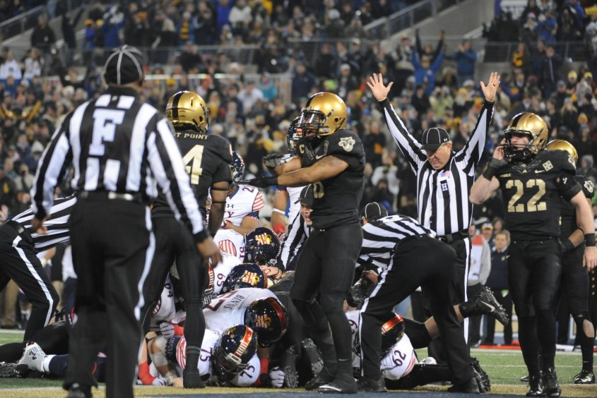 football-american-touchdown-referee-signal-game