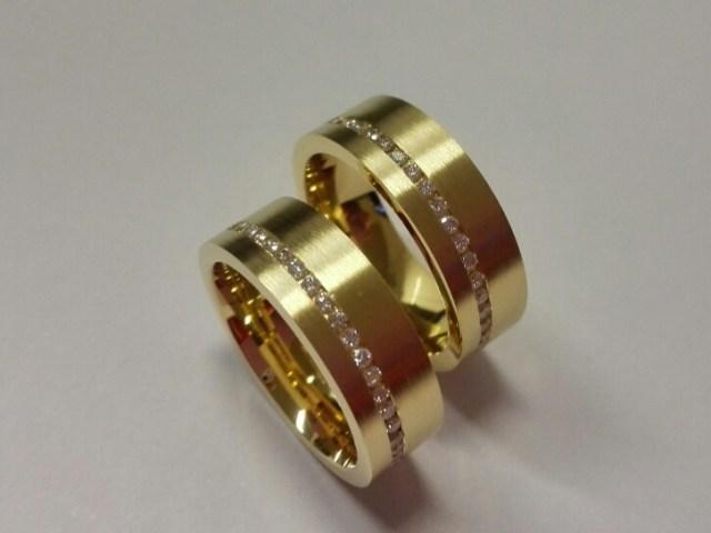 18 krt Geelgouden trouwringen met diamant rondom gezet