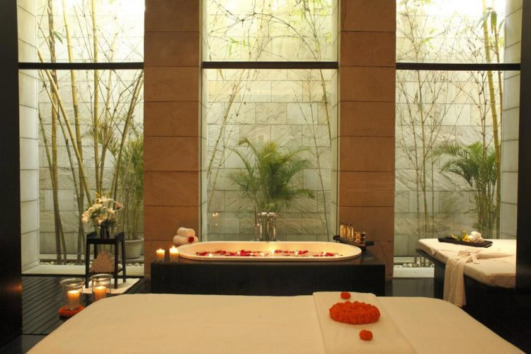 spa-treatment-room-the-lodhi_gallery_large_1489487196