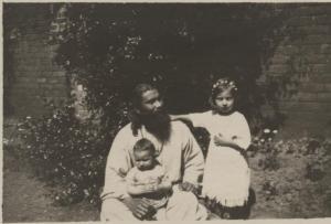 Hazrat Inayat Khan, Vilayat, and Noor, Summer 1917, London, UK