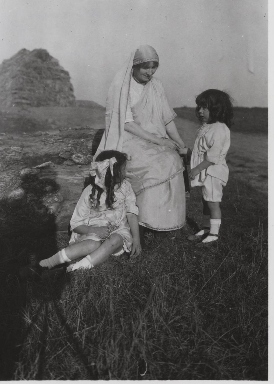 Summer 1921, Wissous, France