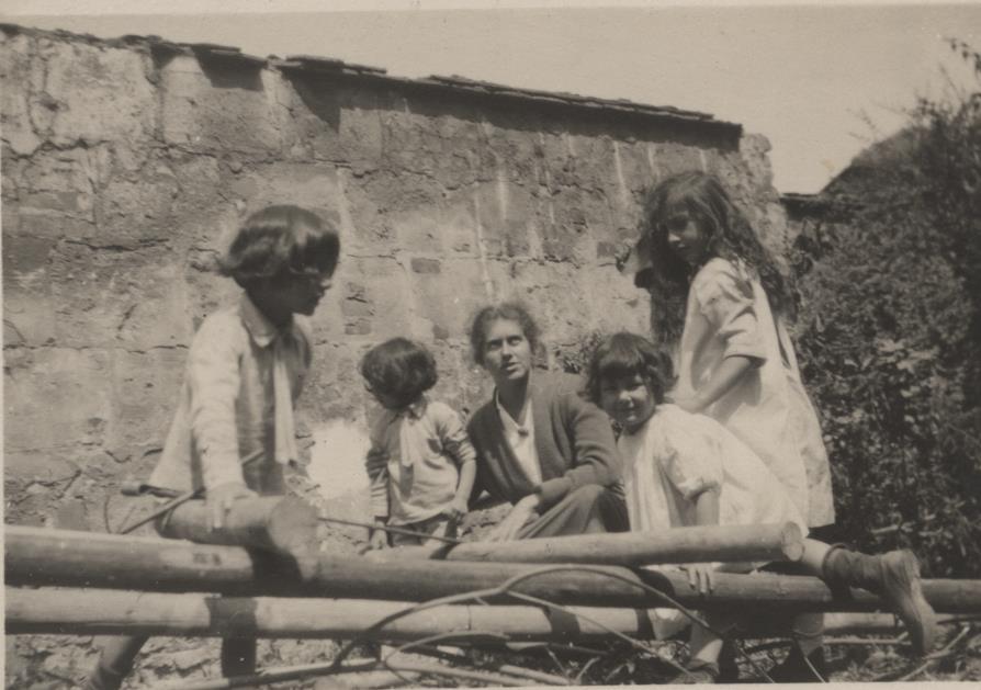 Vilayat, Hidayat, Kismet, Khairunissa, and Noor. Summer 1922
