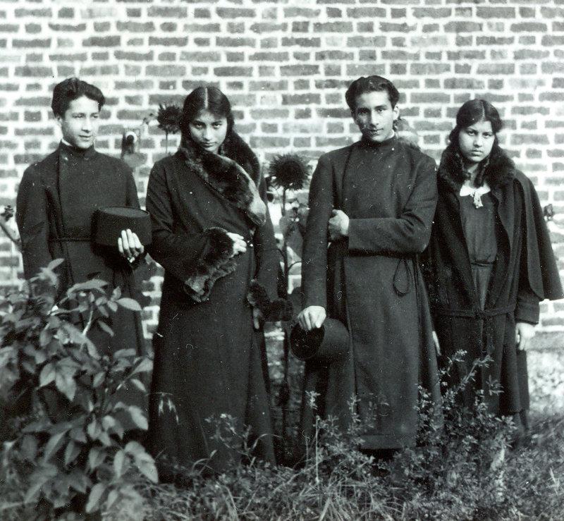 Hidayat, Noor, Vilayat, and Khairunisa. 1932