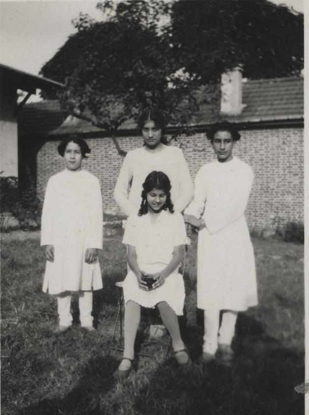 Hidayat, Noor, Khairunissa, and Vilayat.
