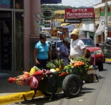 street seller of fruits and vegetables - Matagalpa