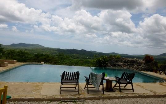 Infinity pool with an infinite view - Panacea yoga retreat - Tamarindo